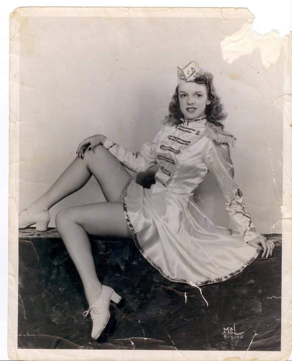 Photo of Rockette Bobbie Robinson in costume.
